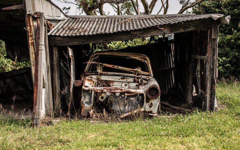 Rozwiązywanie problemów z samochodem, który nie chce się uruchomić.